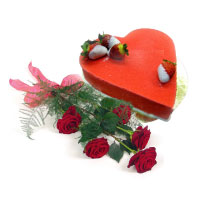 Heartshaped pastry and the bouquet of 5 red roses. Shop in Ukrainian Marriage Agency.
