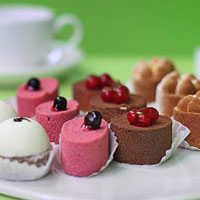 Kiss patisseries set. Shop in Ukrainian Marriage Agency.