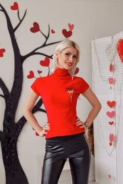 Yana from Zaporozhye 27 years - favorite dress. My mid primary photo.