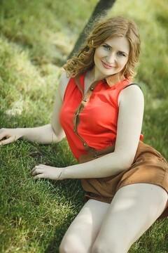 Alyona from Nikolaev 23 years - single russian woman. My mid primary photo.