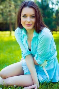 Kira from Lutsk 18 years - ukrainian girl. My mid primary photo.