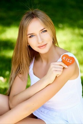 Alina from Ivanofrankovsk 24 years - single russian woman. My small primary photo.