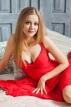 Olya from Ivanofrankovsk 28 years - good mood. My small primary photo.