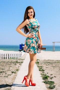 Olya from Cherkasy 19 years - nice smile. My small primary photo.