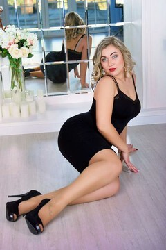 Marinka from Zaporozhye 26 years - single russian woman. My small primary photo.