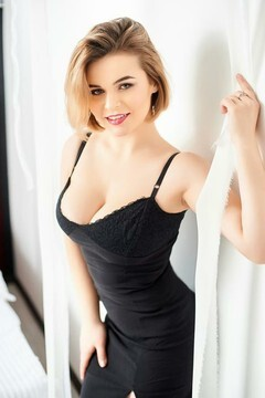 Tania from Ivanofrankovsk 23 years - wants to be loved. My small primary photo.
