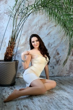 Karina from Zaporozhye 24 years - bride for you. My small primary photo.