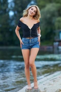 Tanya from Kremenchug 21 years - romantic girl. My small primary photo.