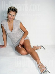 Irina from Sumy 33 years - carring woman. My small public photo.