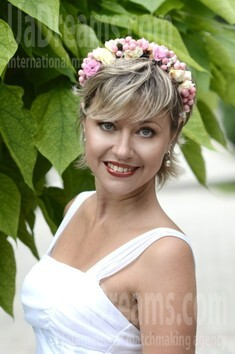 Irina from Sumy 35 years - looking for relationship. My small public photo.
