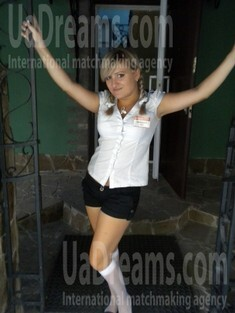 Anna from Sumy 23 years - want to be loved. My small public photo.