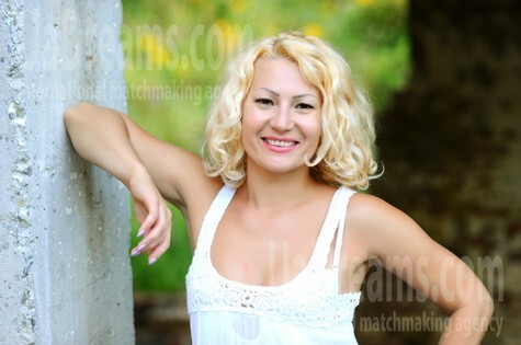 Elvira from Ivanofrankovsk 35 years - good mood. My small public photo.