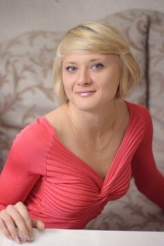 Alyona from Ivanofrankovsk 25 years - happy woman. My mid primary photo.