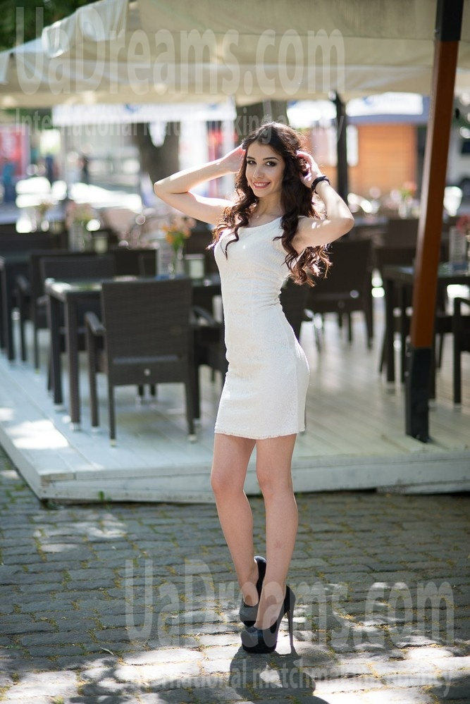Masha from Poltava 25 years - bride for you. My small public photo.