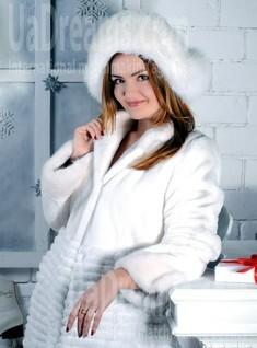 Dina from Rovno 26 years - ukrainian woman. My small public photo.