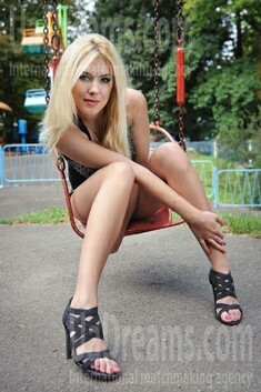Natalie from Rovno 26 years - ukrainian bride. My small public photo.