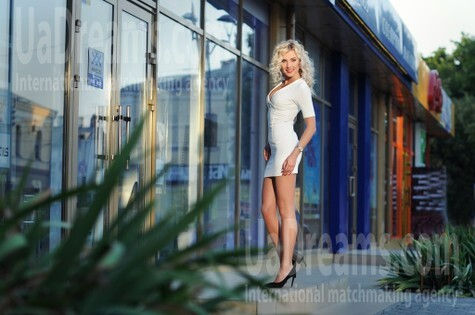 Natalie from Rovno 28 years - romantic girl. My small public photo.