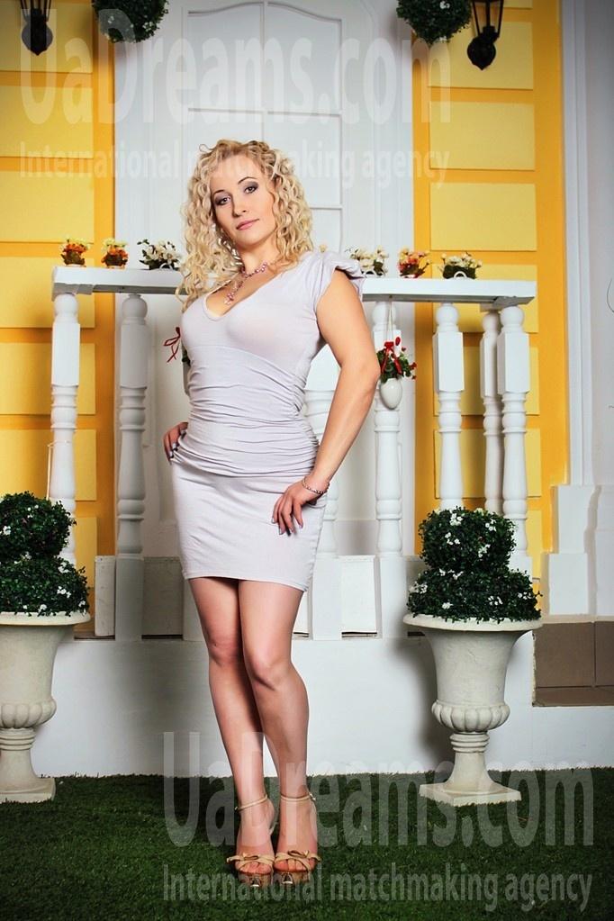 Oksi from Zaporozhye 35 years - ukrainian woman. My small public photo.
