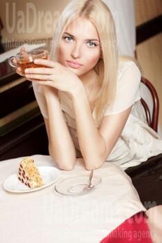 Irina 25 years - intelligent lady. My small public photo.
