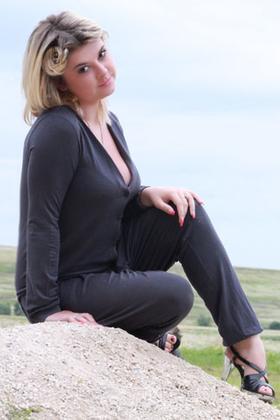 Iryna from Ivanofrankovsk 24 years - nice smile. My small primary photo.