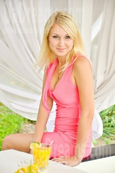 Natalie from Zaporozhye 28 years - good girl. My small public photo.