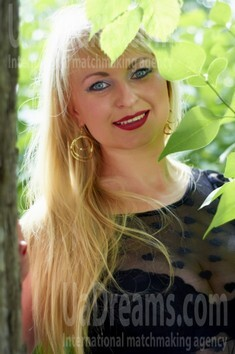 Irina from Cherkasy 35 years - nice smile. My small public photo.