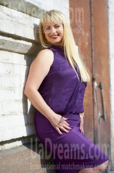 Irina from Cherkasy 34 years - ukrainian bride. My small public photo.