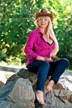 Irina from Cherkasy 34 years - intelligent lady. My small public photo.