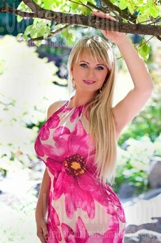 Irina from Cherkasy 35 years - kind russian girl. My small public photo.