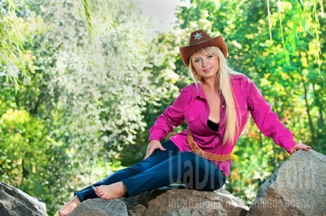 Irina from Cherkasy 34 years - carring woman. My small public photo.