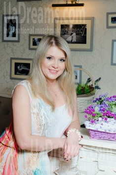 Veronika from Sumy 28 years - good girl. My small public photo.