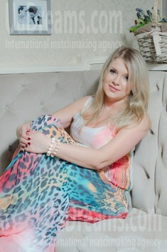 Veronika from Sumy 28 years - clever beauty. My small public photo.