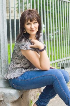 Larisa from Sumy 48 years - wants to be loved. My small primary photo.