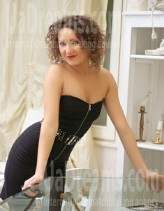 Tanya from Ivanofrankovsk 28 years - girl for marriage. My small public photo.