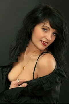 Viktoria from Odessa 37 years - nice smile. My small primary photo.