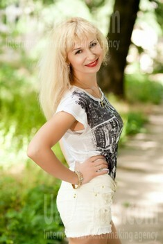 Tamara from Odessa 34 years - bride for you. My small public photo.