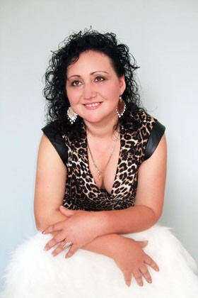 Emily from Rovno 36 years - intelligent lady. My big primary photo.