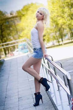 Julia from Poltava 24 years - cool photo shooting. My mid primary photo.