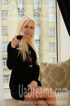 Olga from Merefa 24 years - waiting for husband. My small public photo.