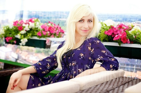 Olga from Merefa 25 years - beautiful woman. My small public photo.
