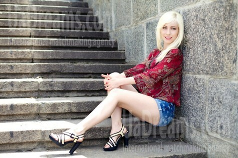 Olga from Merefa 25 years - ukrainian bride. My small public photo.