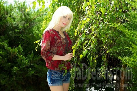 Olga from Merefa 25 years - attractive lady. My small public photo.
