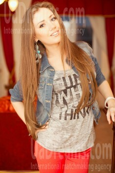 Elena from Poltava 23 years - romantic girl. My small public photo.