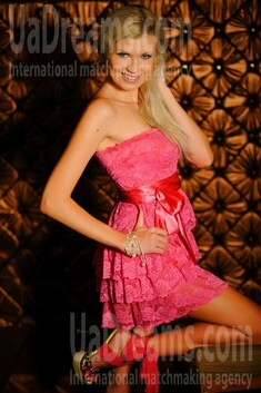 Elena from Simferopol 31 years - good girl. My small public photo.