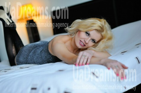 Elena from Simferopol 30 years - attractive lady. My small public photo.