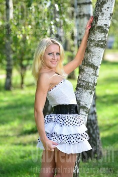 Irina from Sumy 30 years - single lady. My small public photo.