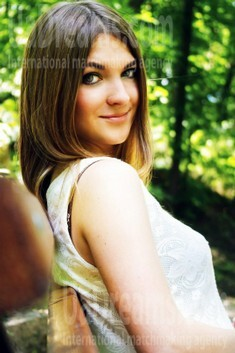Yulia from Rovno 23 years - kind russian girl. My small public photo.