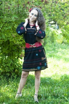Alla from Rovno 29 years - ukrainian woman. My small public photo.
