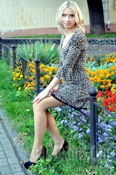 Anna from Rovno 29 years - ukrainian girl. My small public photo.