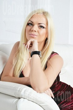 Kseniya from Zaporozhye 25 years - happy woman. My small public photo.